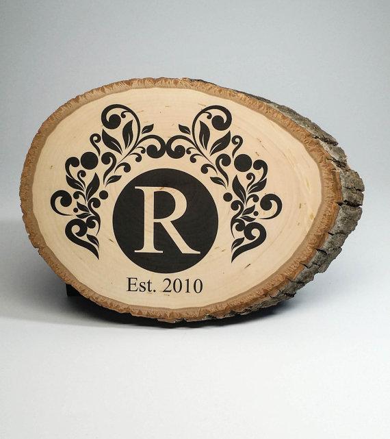 شعار مطبوع على الخشب