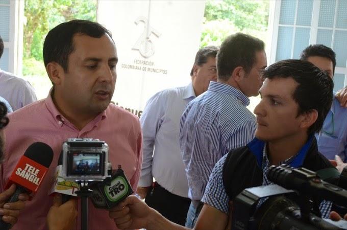 """Vía Briceño – Sogamoso cuenta con superávit, no pueden plantear que no hay dinero para obras urgentes"""": Gobernador Granados Becerra."""