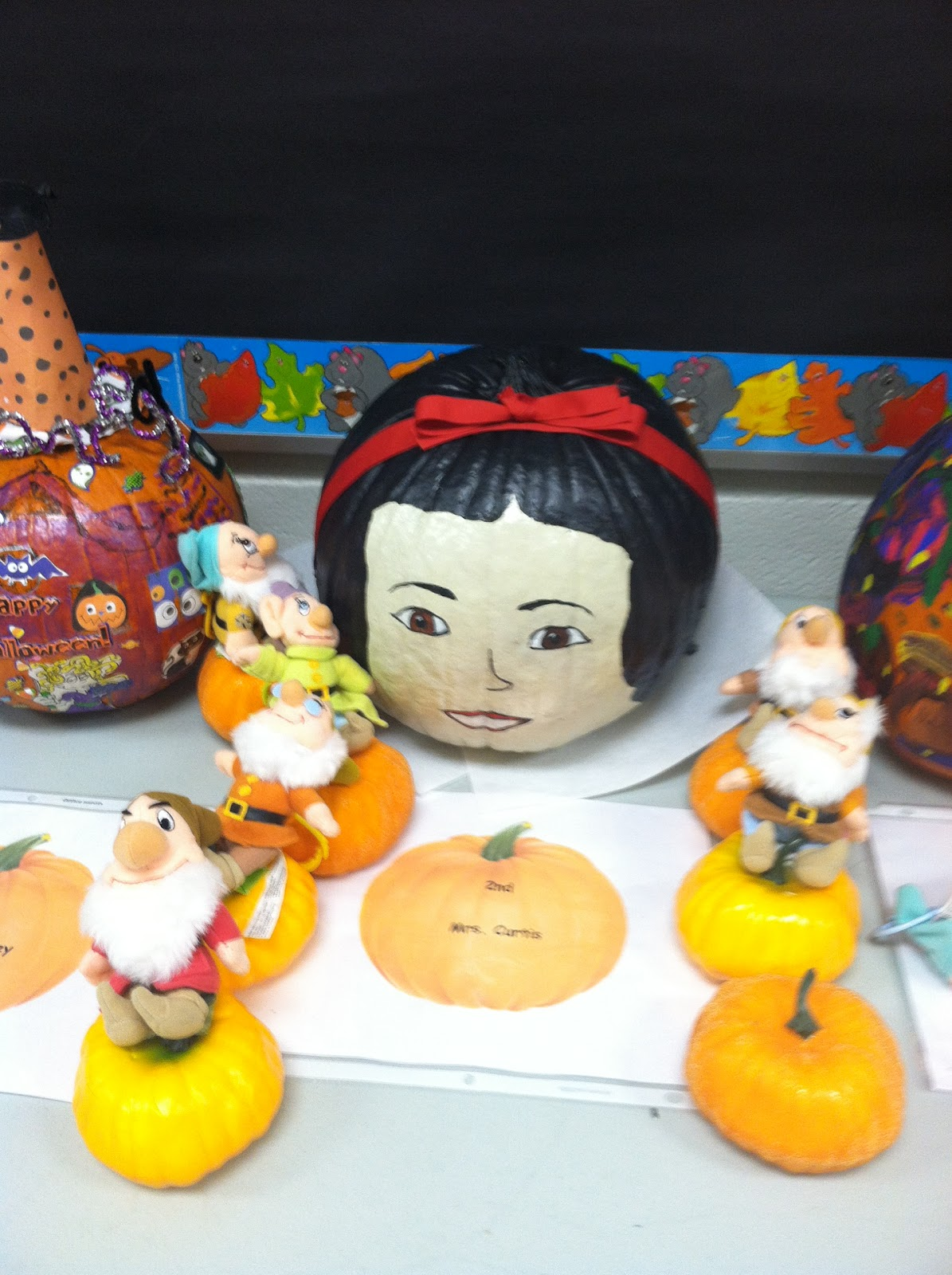 Young & Lively Kindergarten: Pumpkin Decorating Contest