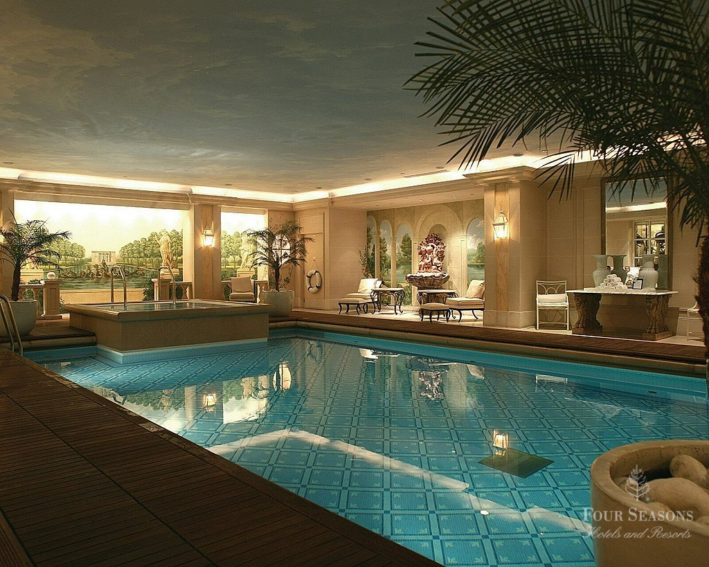 My chateau luxury travel paris hotel choices peg 39 s top for Paris hotel pool