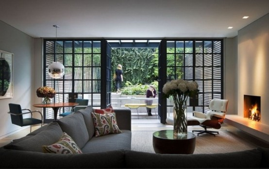 Livin sponge townhouse new york for Living room designs with french windows