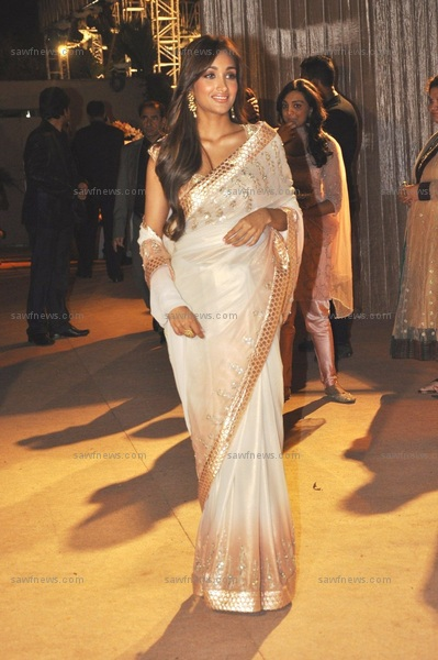 Jiah Khan left us drooling in an ivory and peach Anita Dongre sari at