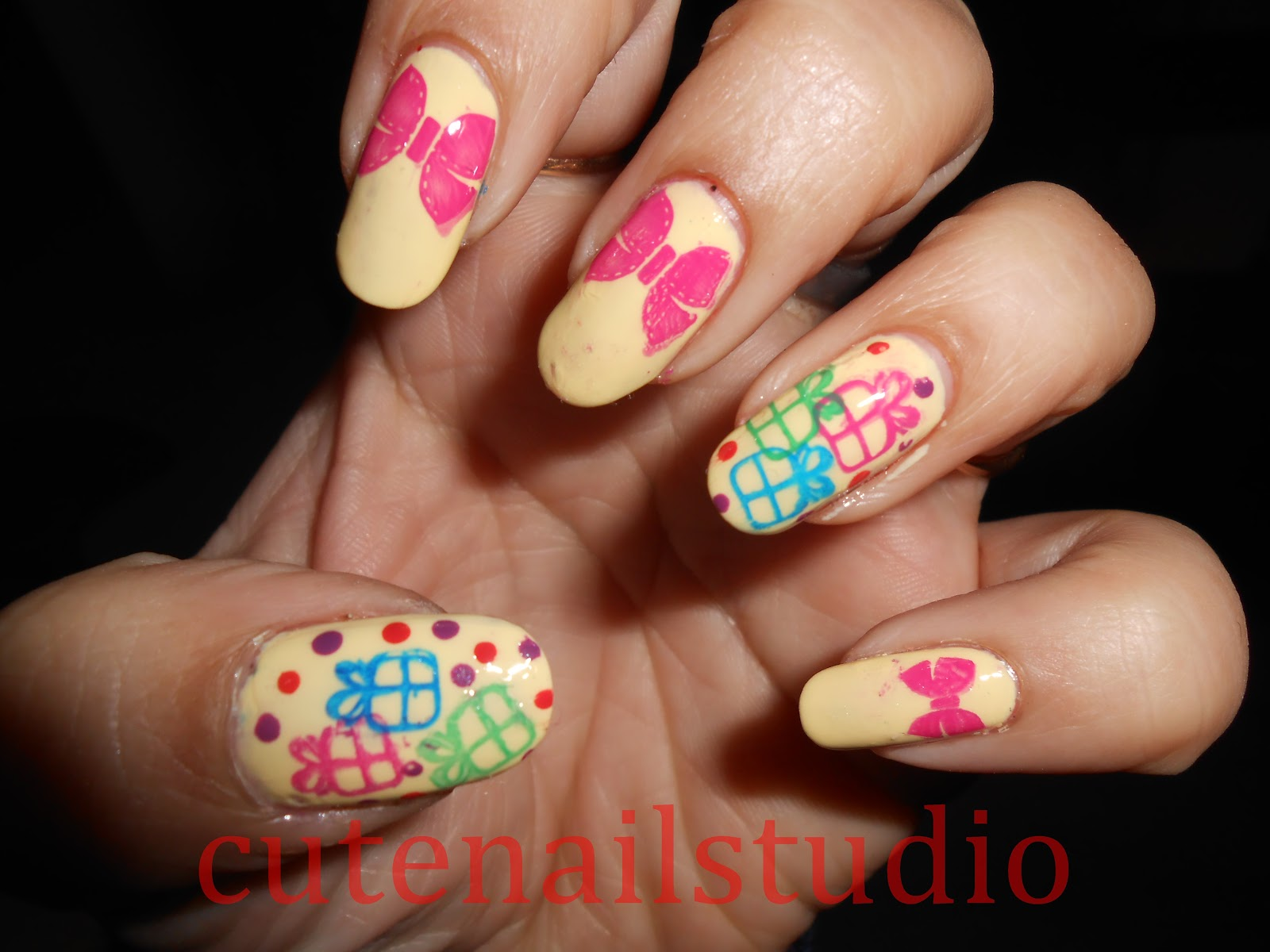 Cute nails: Christmas nail art challenge day 4 : Gifts and Presents.