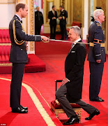 DANIEL DAY LEWIS KNIGHTED BY PRINCE WILLIAM