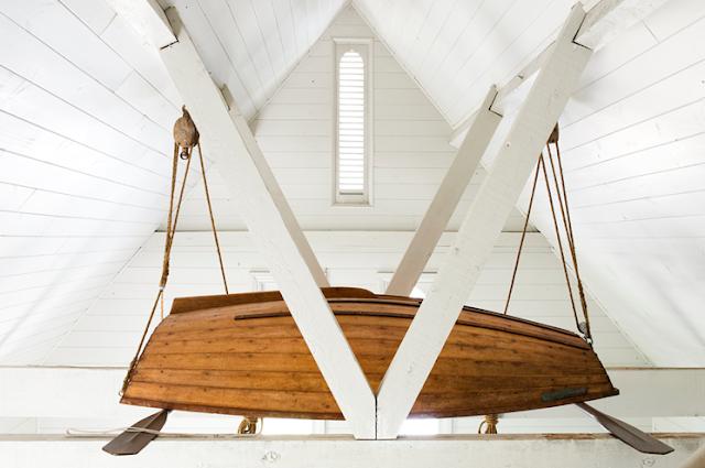 una barca en el salón