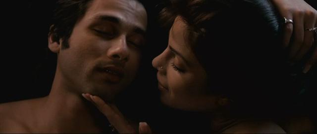 Shahid And Priyanka Kiss