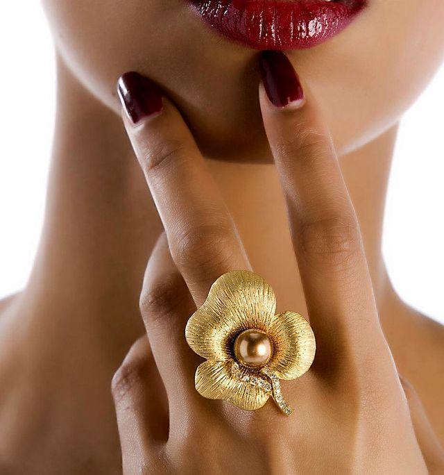 Золотое кольцо с цветком
