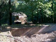 El pou de glaç des de la bassa per glaçar l'aigua