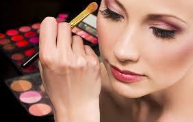 7 Cara Make Up Wajah Terlihat Natural