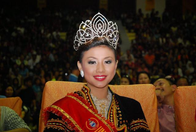 Unduk Ngadau 2010 Queen Rowena