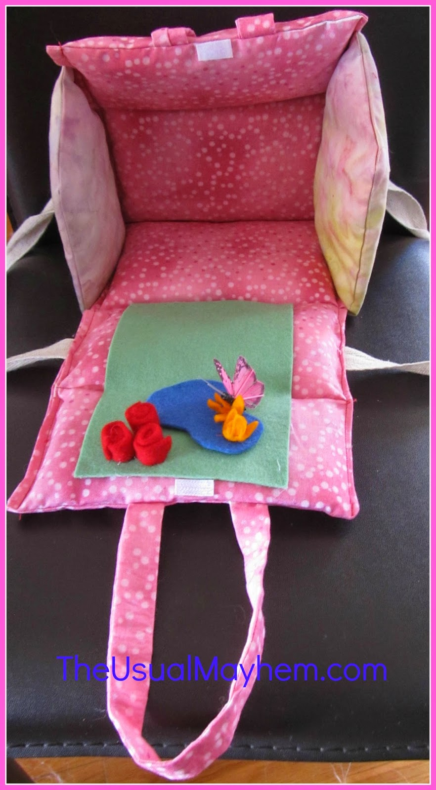 Easy Christmas gift to sew: Portable dollhouse - The Usual Mayhem