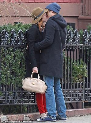 foto emma stone dan andrew garfield ciuman mesra diposkan oleh foto