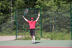 Tenniksen perusteet yksi askel tennistaitoihin, harjoittelu tekee mestarin
