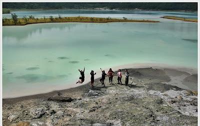 Talaga Bodas adalah salah satu kawasan wisata alam yang ada di Kabupaten Garut. Kolam Belerang Talaga bodas ini merupakan wisata alam berupa kawah yang