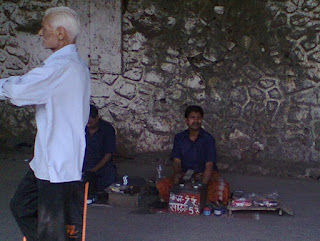 Shoe shine man polishing shoes at railway station, andheri bandra cst central western railway shoe polishers