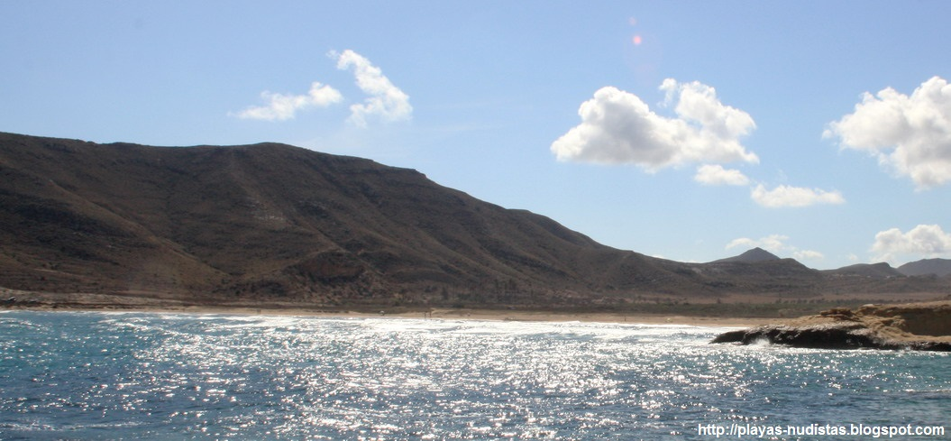Playa nudista Playazo de Rodalquilar (Cabo de Gata, Andalucía, España)