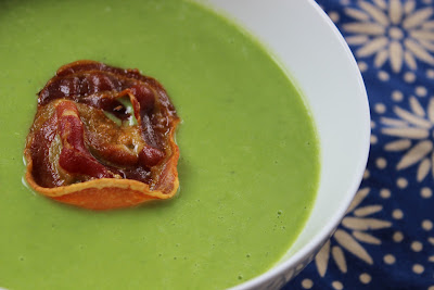 Easy pea soup with crispy pancetta
