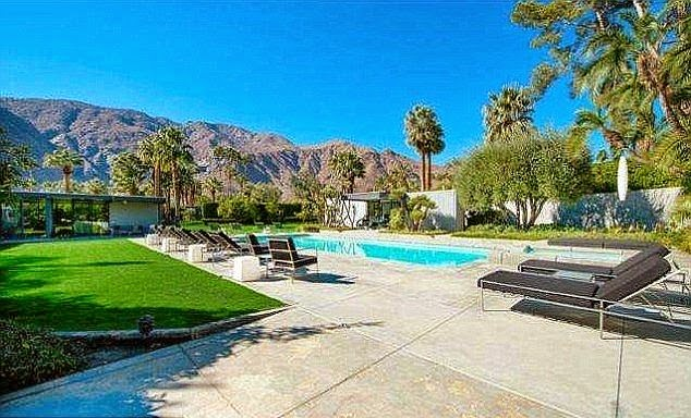 Decided whether or not to save a luxury estate at Palm Springs, CA, USA is pretty easy for Leonardo DiCaprio.  The stunning residence originally allocated just $ 5.32 Million, after Dailymaill.co.uk report: The actor bought it on February 2014.