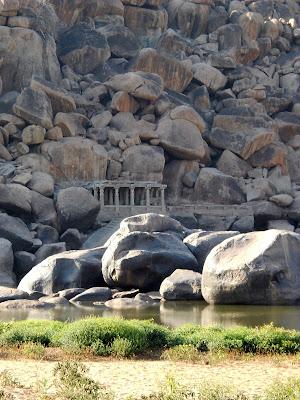 Индия Хампи Храм у реки