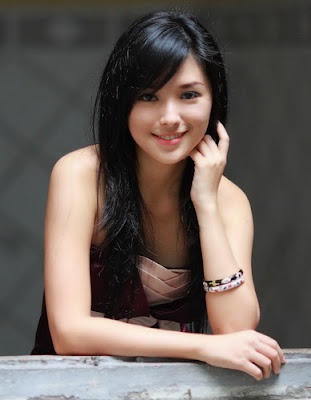 Model Cantik Rini Lovelyluna + Foto