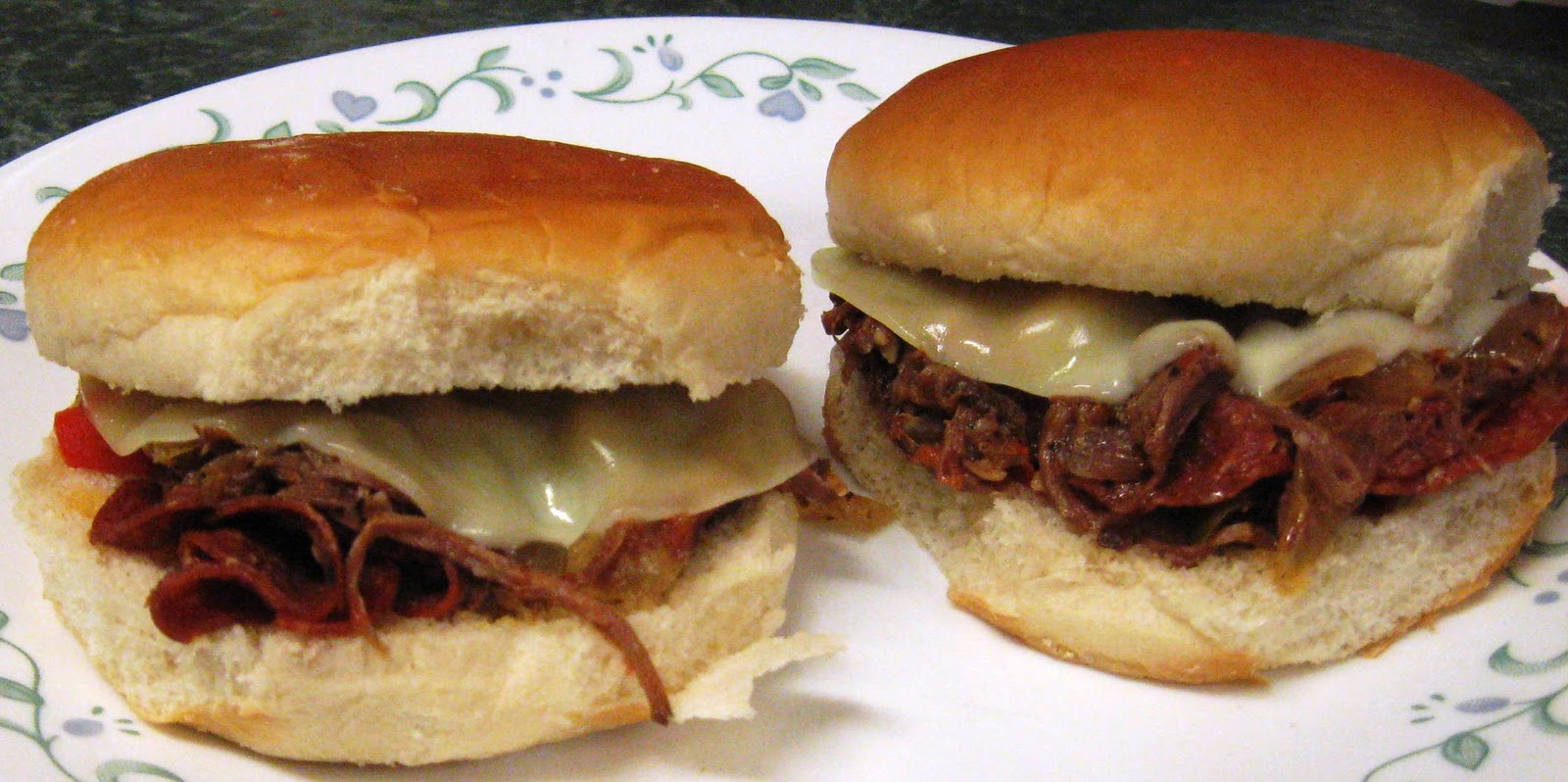 ... ... Healthy & Low Calorie: Pizza Steak Sandwiches in the Slow Cooker
