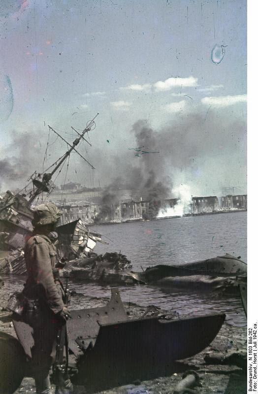 Затонувший эсминец в бухте Севастополя