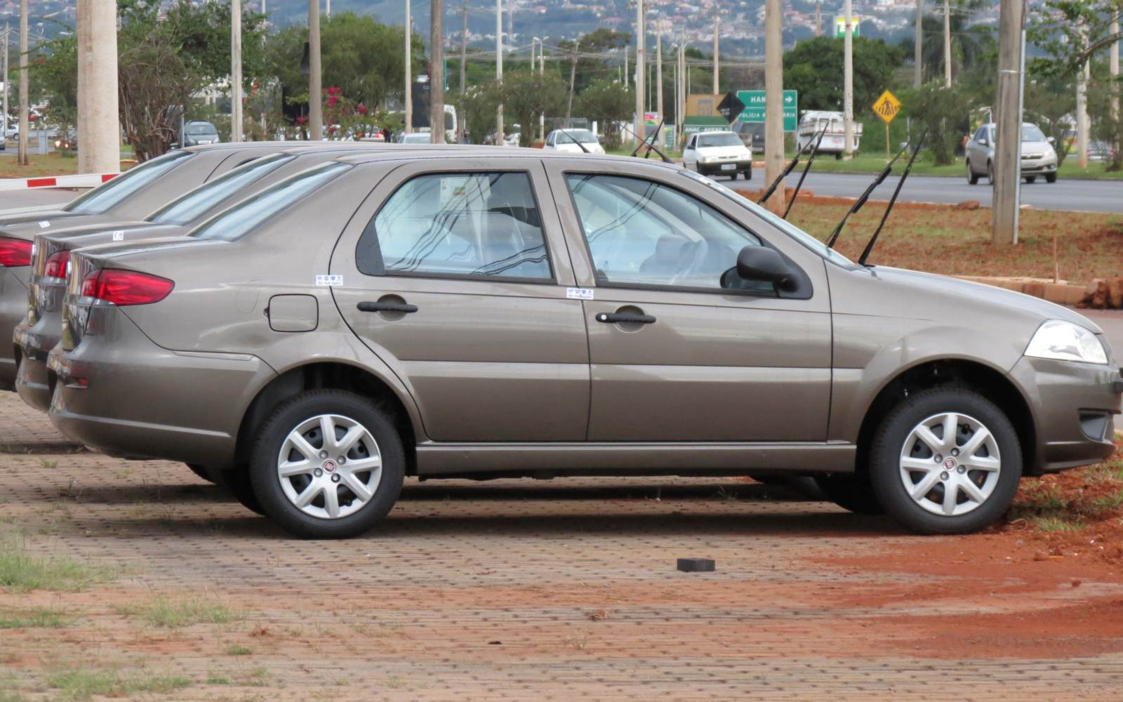 Fiat Siena - 10º carro mais vendido do Brasil