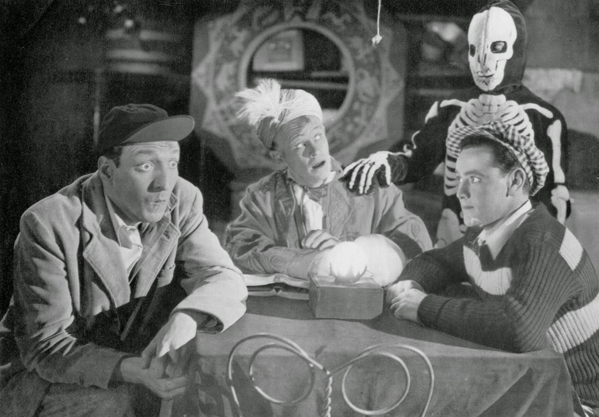 """In Ghost Chasers, our favorite aging juvenile delinquents are mixed up in  the hobby of spiritualism. It's Whitey (William """"Billy"""" Benedict) who's  obsessed ..."""