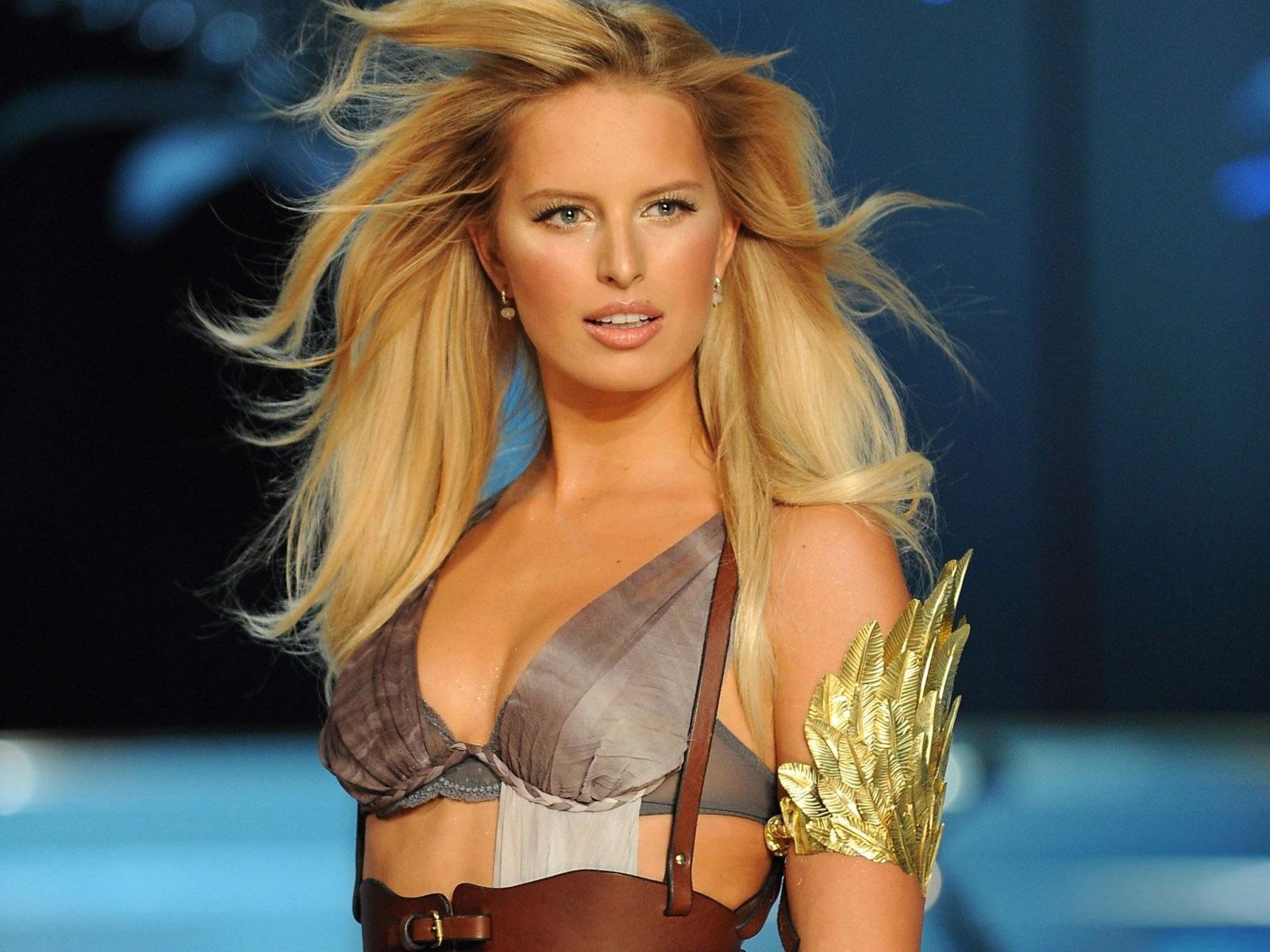 http://3.bp.blogspot.com/-Hh7i-pJck0U/Ty0vF7PACPI/AAAAAAAAGZs/EnG9deWon8M/s1600/Karolina+Kurkova+Hairstyle+6.jpg