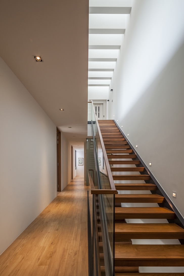 Stairs in Modern House by Wallflower Architecture + Design