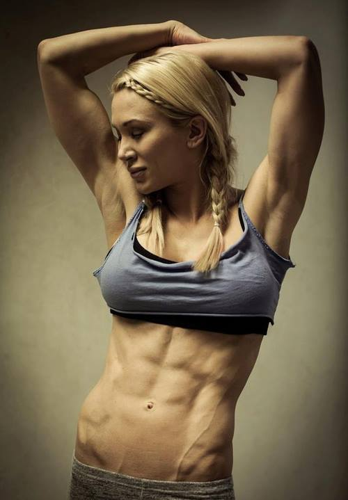 Sexy female body builders squatting — img 15