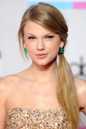 foto taylor swift di acara American Music Awards 2011