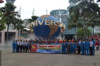PSPP Penerbangan Yogyakarta di depan universal globe singapore
