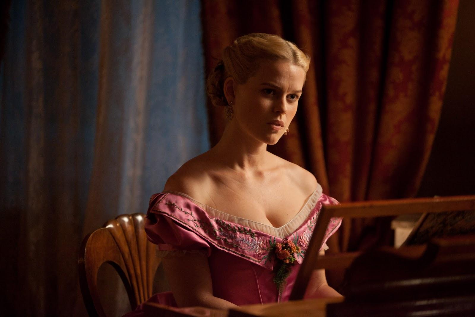 http://3.bp.blogspot.com/-HhwRaN66nlg/TnQsolVN2ZI/AAAAAAAAAsE/Q9qaOzOrEoY/s1600/Alice_Eve_first_look.jpg