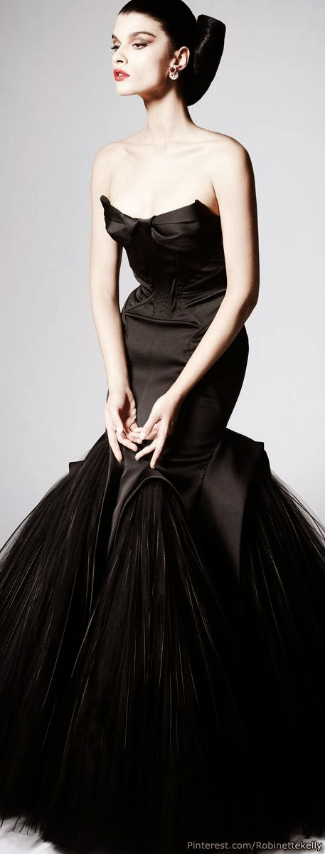 Long decollete black dress - This is really Amazing
