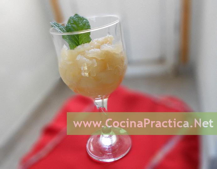 copa con compota de manzana