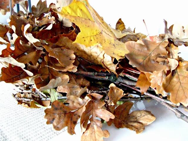 proste dekoracje z liści DIY inspiracje jesienne