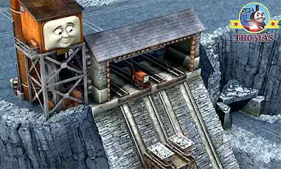 Thomas and friends Owen the traction engine helps to lift up and down the mining rocks wooden carts