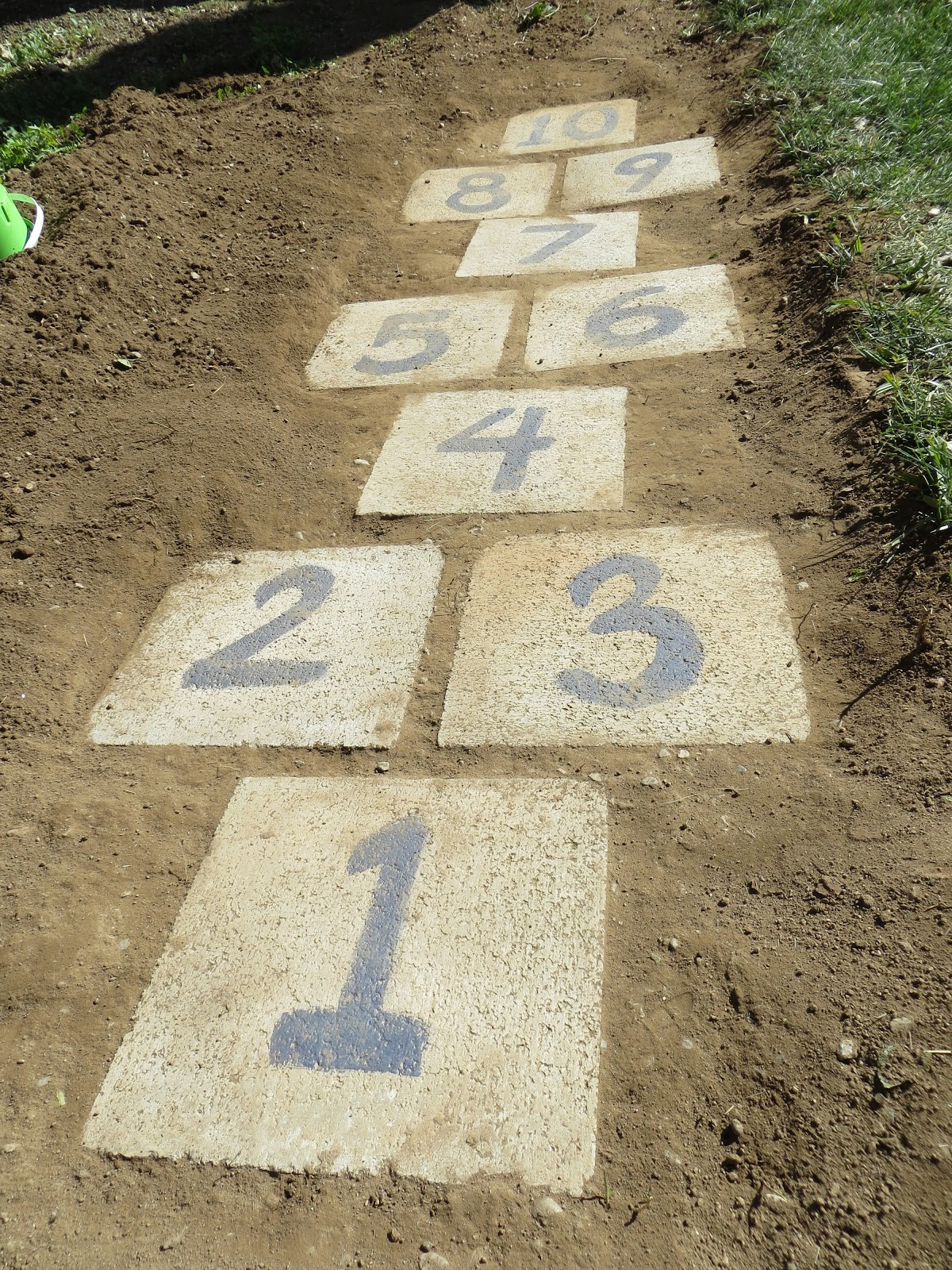 Life among other things day 27 diy hopscotch garden path for Diy garden path designs
