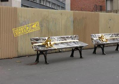 Рождественские рекламные скамейки магазинов подарков компании Sooruz, Франция