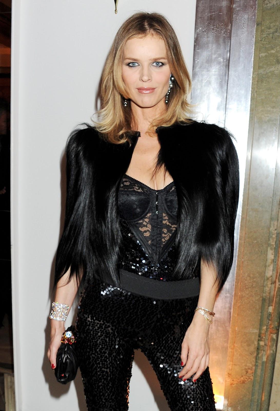 http://3.bp.blogspot.com/-HibsvNYJ4Po/Tr7LaS-mO_I/AAAAAAAAePk/hMN5aKwQfic/s1600/Eva+Herzigova+Harper%2527s+Bazaar+Awards+2011.jpg