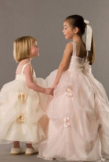 Iki aynı modeli iki farklı çocuğu uyarlamış güzel bir model
