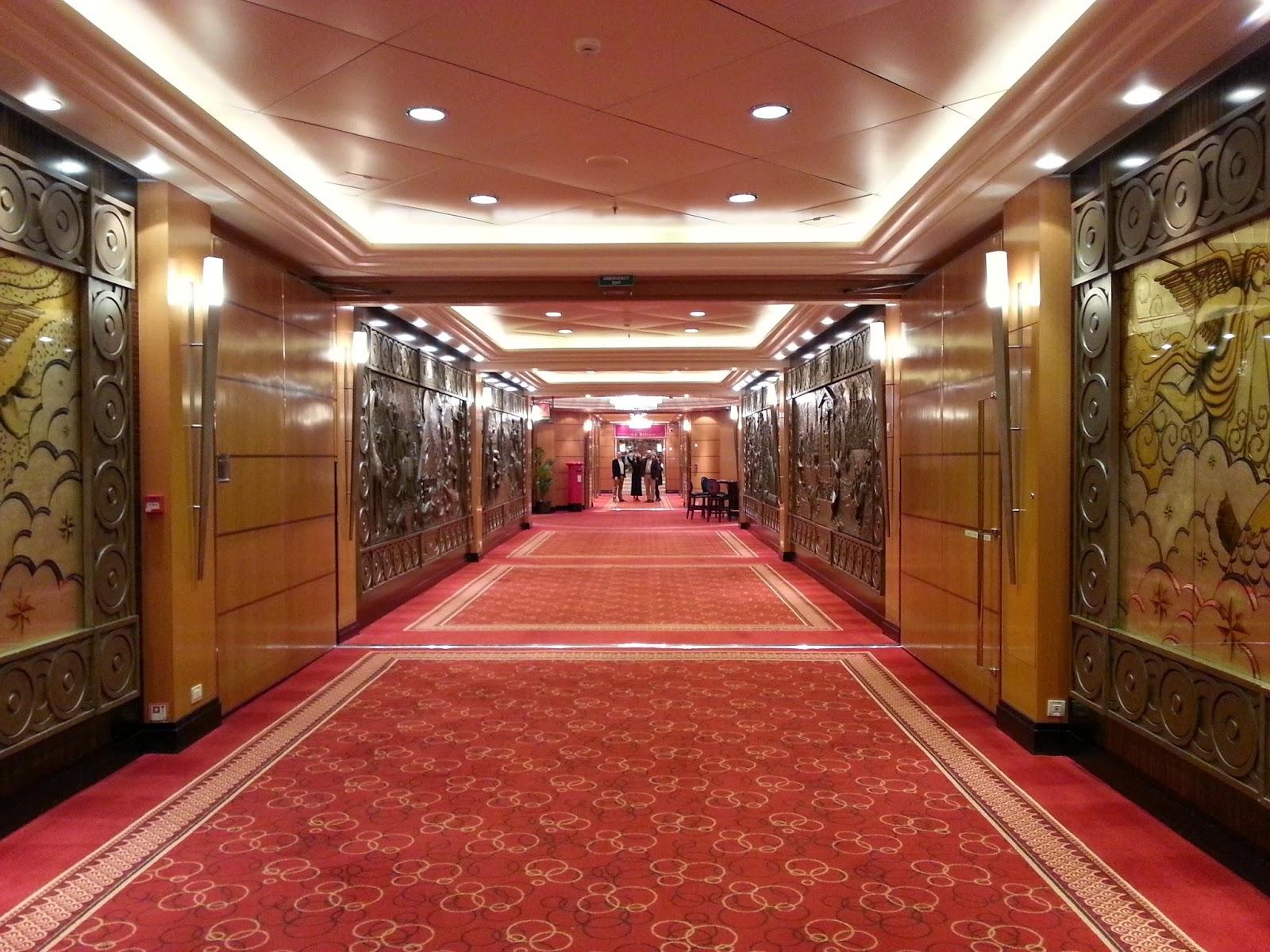 Queen Mary 2 (QM2) - Deck 2 corridor