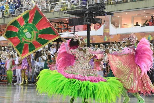 Bailar con una Escola do Samba en el Carnaval durante el Carnaval de Rio