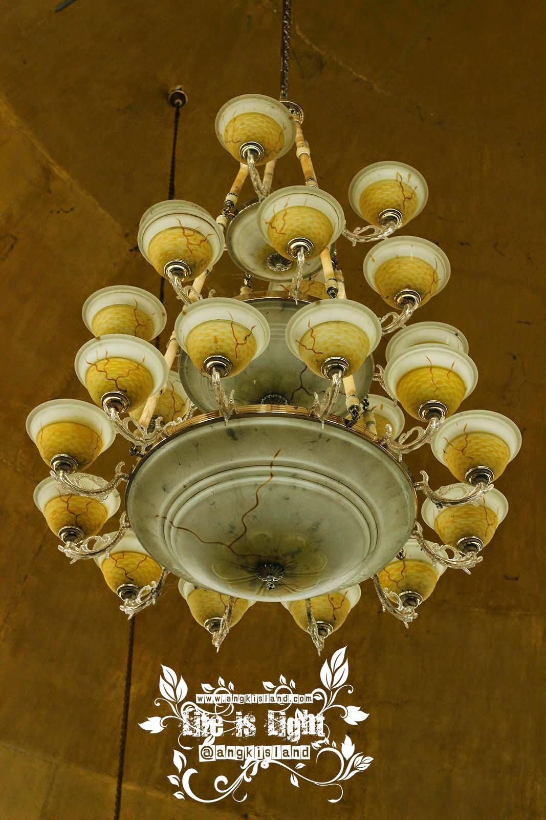 masjid hikmah tawakal lampu