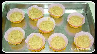 Muffins de Banana com Cobertura Crocante de Canela