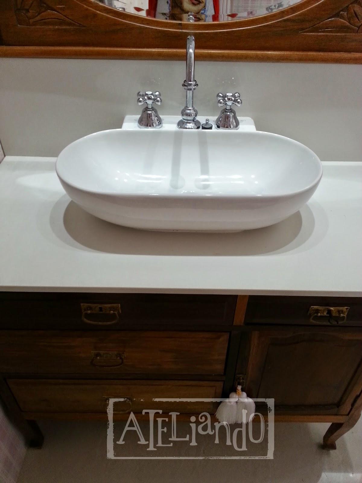 Customização de móveis antigos: Closet e banheiro customizados #2B1A0D 1200x1600 Azulejo Listrado Banheiro