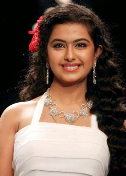 Avika Gor HD Wallpaper, Avika Gor Beautiful HD Wallpaper, Avika Gor as Anandi, Avika Gor on ramp photos