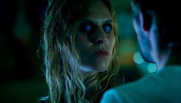 Joven poseida en Constantine 1x01