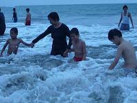 liburan bersama anak panti asuhan